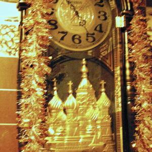 Часы с Новогодней мишурой