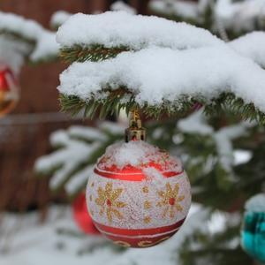 И снег на ёлке не из ваты