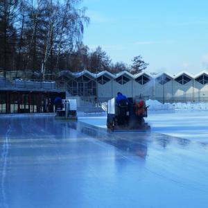 Расчистка снега и заливка катка