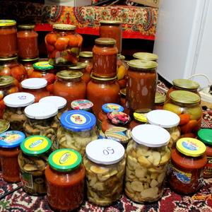 Закатала! Лето - в банку! Собирала спозаранку, Овощи, грибы и фрукты. На зиму - большой запас!