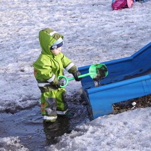 Универсальная лопата, хоть для снега, хоть для воды