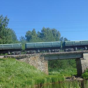 Железнодорожный мост через реку