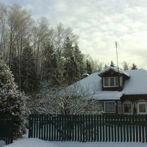 Ещё зима. Ещё лежит на крышах и на земле холодный белый снег...