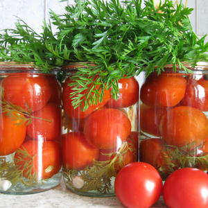 Помидорки с морковной ботвой