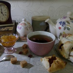 Время пить чай с пирогами и вареньем собственного приготовления...