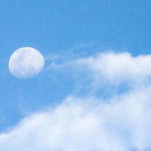 если долго смотреть на облака, они поплывут...