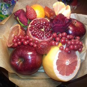 Новый тренд в букетах - цветочно-фруктовые.....