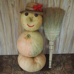В феврале снеговик, а в сентябре - тыквовик!!!