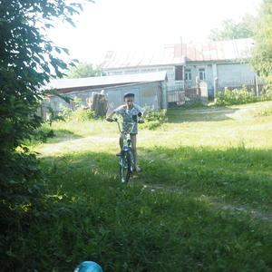 Деревня не город - можно и без штанов на велике гонять)))