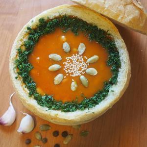 Тыквенный суп в буханке.