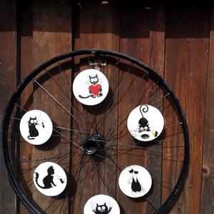 Кошки в колесе
