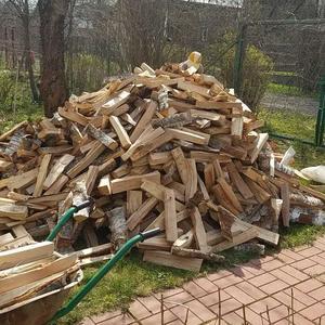 Привезли дрова, теперь надо перевезти и укрыть