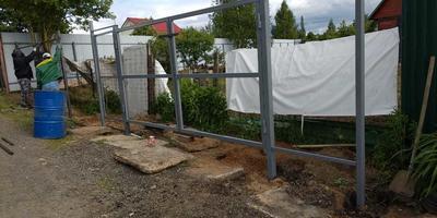 Устанавливали забор и выдвинули его на 70 см. Что нам нужно сделать, чтобы не было проблем?