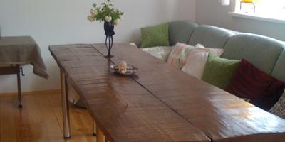 Брутальный гостевой стол
