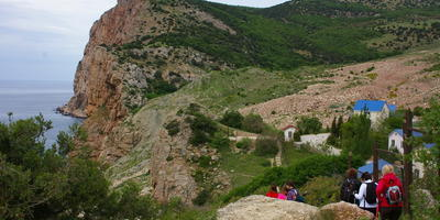Западная Балаклава: цветы, горы, море и эхо войны