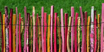 Идеи красивых деревянных заборов для дачи