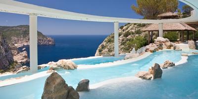 11 лучших панорамных бассейнов мира