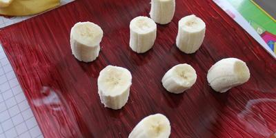 Грибная поляна из мандаринов и банана