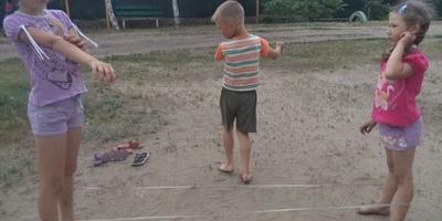 Игры на свежем воздухе и спорт или детство без интернета )