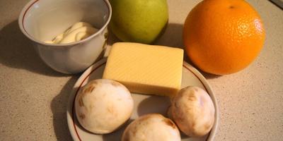 Салат с грибами и фруктами