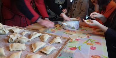 Вместе весело не только шагать, но и готовить, или Готовим манты всей семьей!