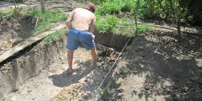 Роем яму для бассейна своими руками