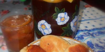 Пирожки с грушей и чай с яблоками!