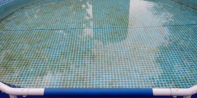 Как вы поддерживаете чистоту воды в дачном бассейне?