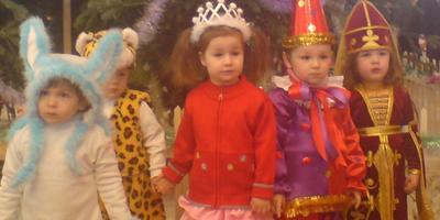 Как встречала Новый год Алиночка в два годика (7 лет назад)