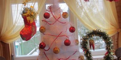 Так украшена веранда на даче в Новый 2014 год.