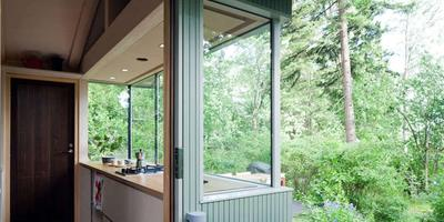 Дачный домик в лесу: правила хорошего интерьера