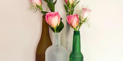 Осеннее очарование в стиле винтаж — цветы в старой стеклянной утвари