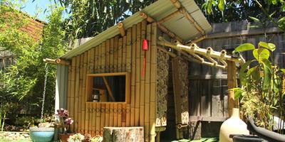 Идея домика из бамбука для детей