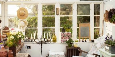 Красивая теплица для отдыха и садоводства