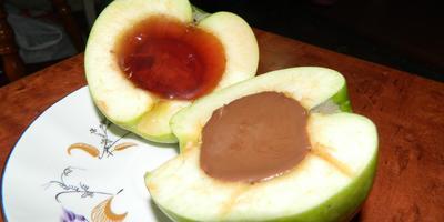 Яблоки с шоколадом и желе