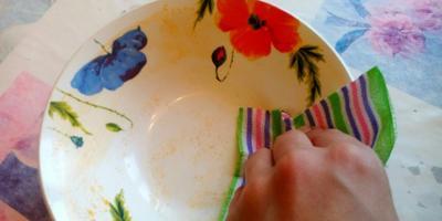 Хозяйкам на заметку, или Отмываем жирную посуду на раз!