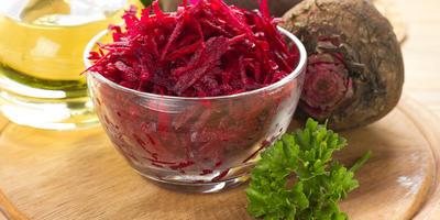 Постный салат из сырой свеклы