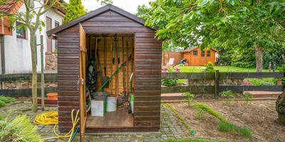 Где и как правильно хранить садово-огородную технику и инвентарь зимой