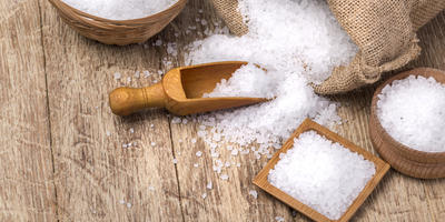 Соль в аптечке, косметичке и на столе