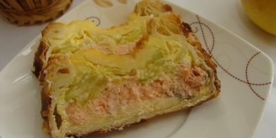 Хрустящий пирог с семгой и кабачками