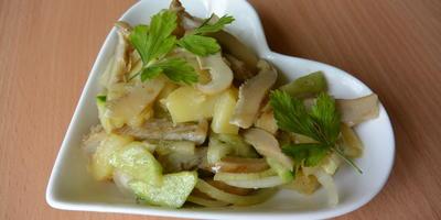 Салат из соленых груздей: готовится быстро, а съедается еще быстрее