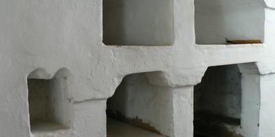 Печь в деревенском доме. Как замазать щели снаружи и в топке