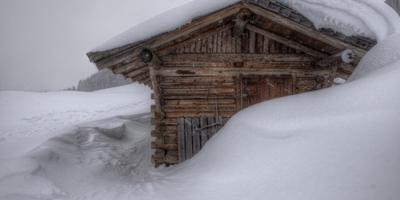 Как убирать на участке снег