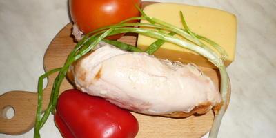 Салат с подкопченной куриной грудкой