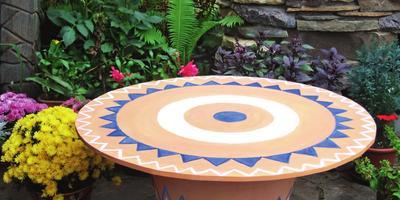 Садовый столик из горшка: мастер-класс
