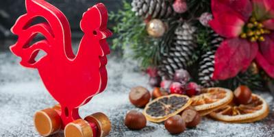 Как украсить ёлку и дом в год Красного Петуха