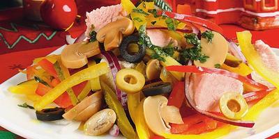 8 новогодних салатов, перед которыми невозможно устоять