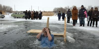 Традиции зимних купаний в разных странах
