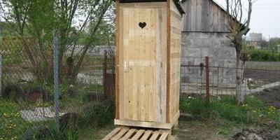 Как ухаживать за уличным туалетом на даче?