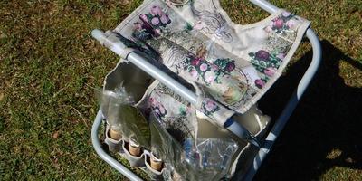 Складной стульчик с инструментами и перчатками для тестирования получен